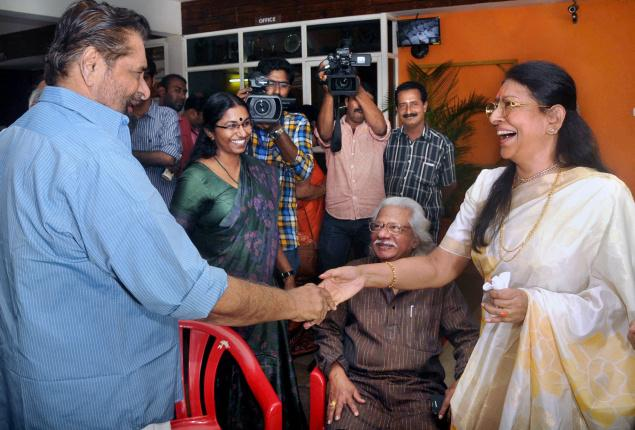 Vetran actors Madhu and Saradha greeting each other at the inauguration of 4th Female film festival in Thiruvananthapuram on Saturday. Film maker Adoor Gopalakrishnan looks on. Photo:S.Gopakumar / The Hindu