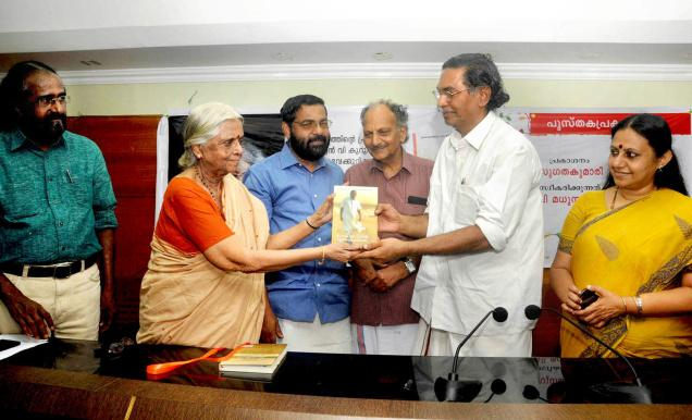 might of letters:Poet Sugathakumari releasing O.N.V. Kurup's 'Pokkuveyil Mannilezhuthiyathu' by handing over a copy to poet V. Madhusoodanan Nair in the city on Thursday. —Photo: S. Gopakumar