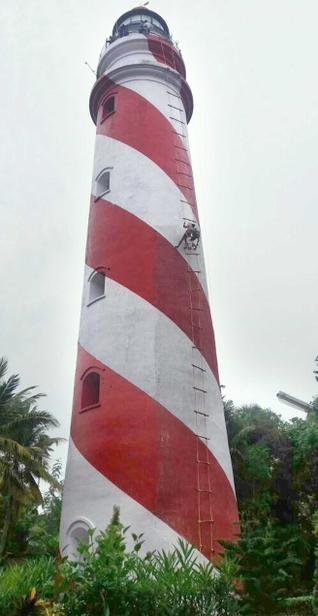 Tourist attraction:Abseilers giving a fresh coat of paint to the Tangasseri Lighthouse in Kollam city.